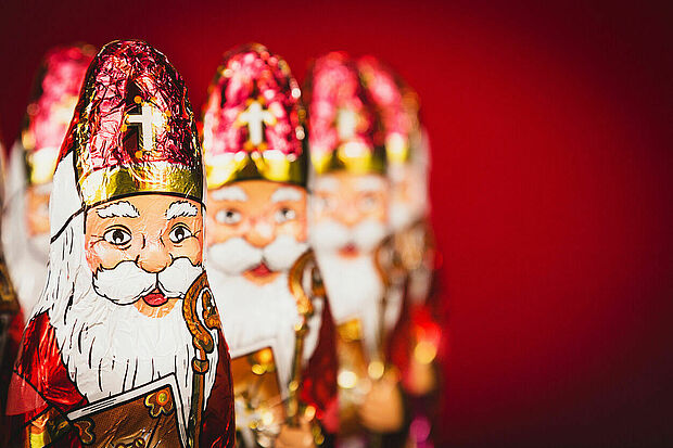 Close up of Sinterklaas figurines